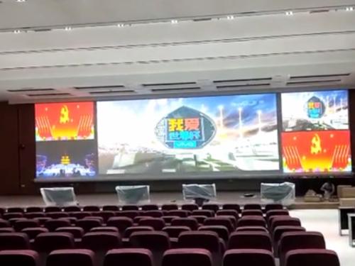 镇宁县政府行政中心3.8米17米幕布安装现场